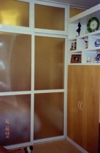 Vista do quarto, a partir da sala, com a divisória fechada_depois.