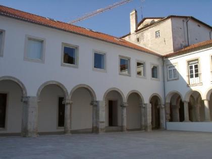 (FOTO 17) Claustro do antigo Colégio das Artes (actual Centro de Artes Visuais).