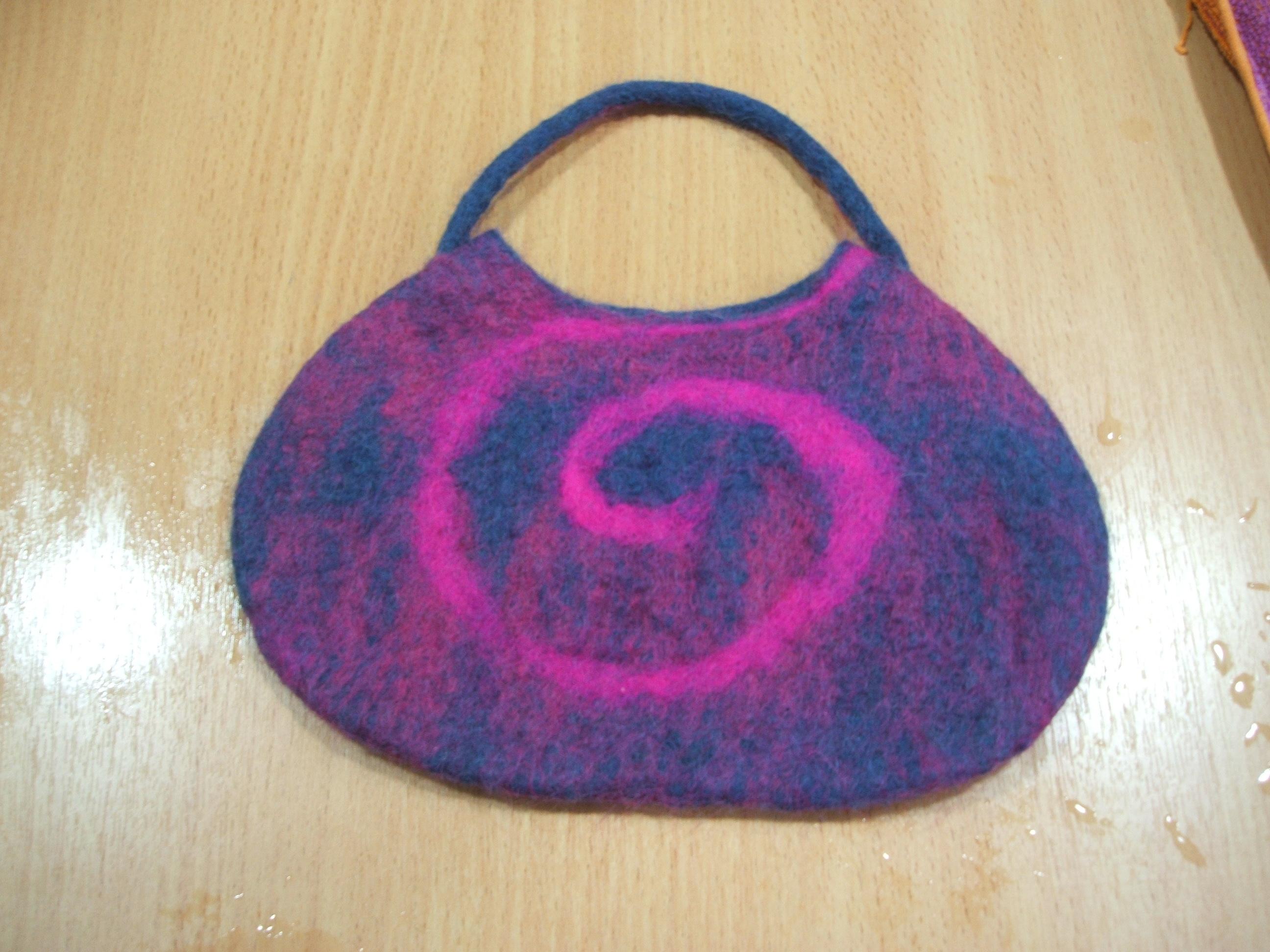 Anne's seamless felt bag