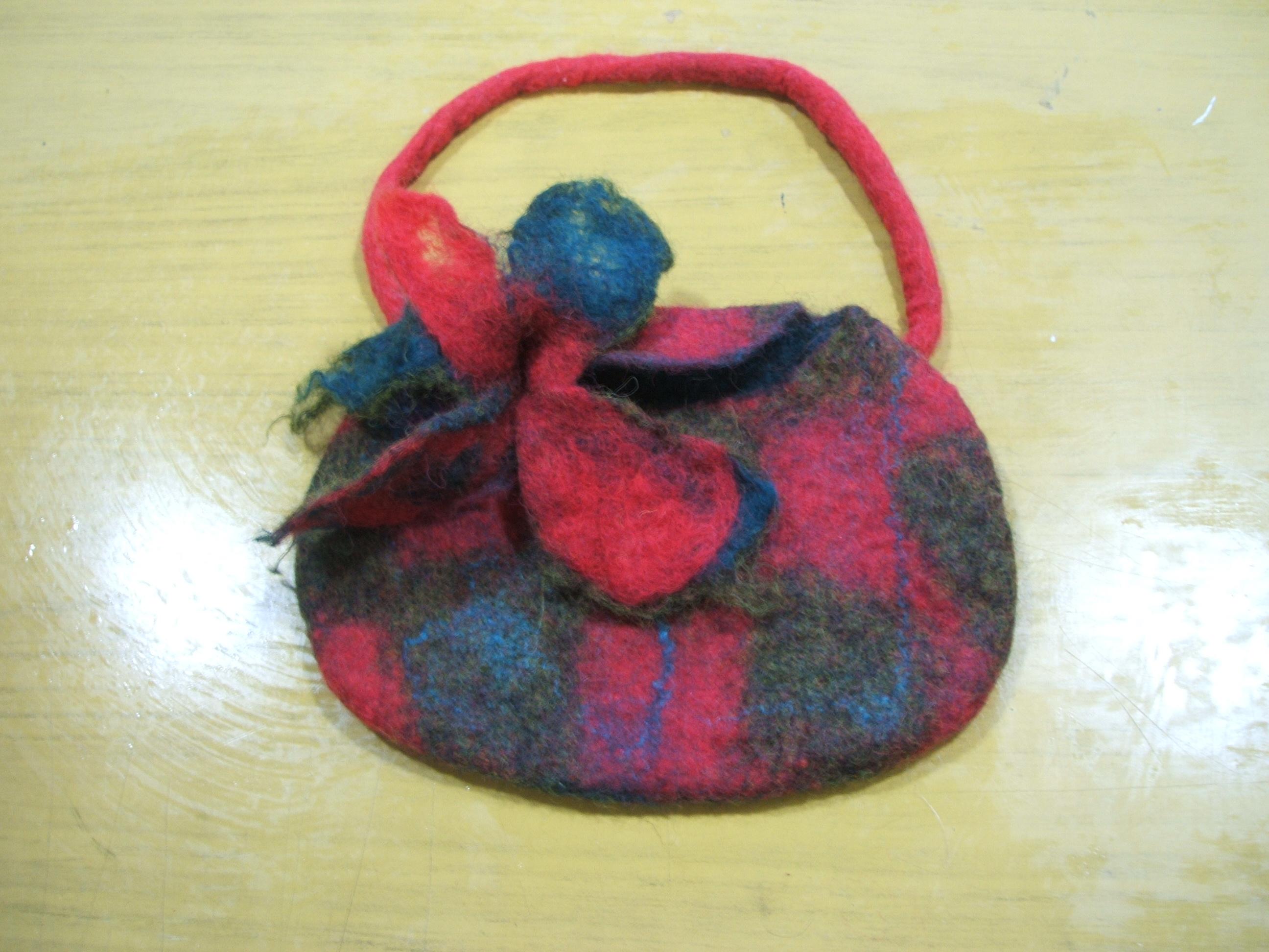 Mari's seamless felt bag