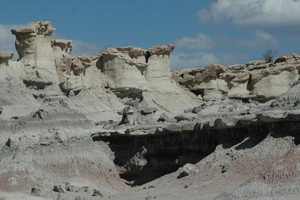 Moon Valley hanging rock sites