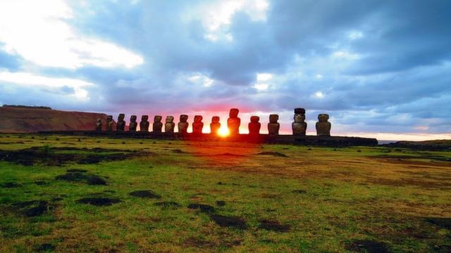 Sunrise at Ahu Tongariki