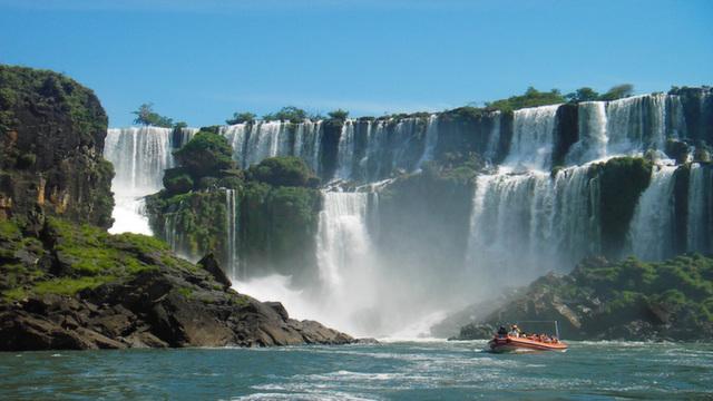 Boat Tour Iguazu Falls