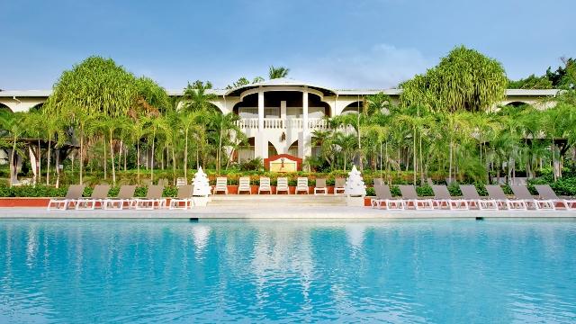 Hotel Tamarindo Diria's swimming pool