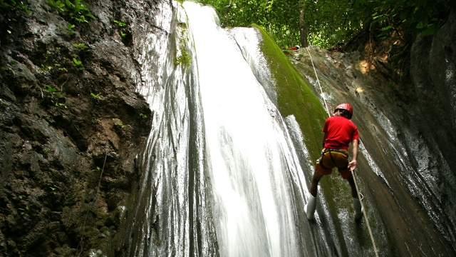 Waterfall Rappelling, El Remanso Lodge