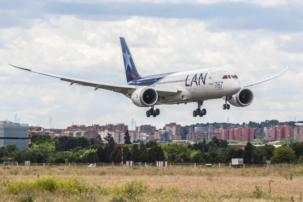 Peru Travel Guide - Airline LAN-LATAM