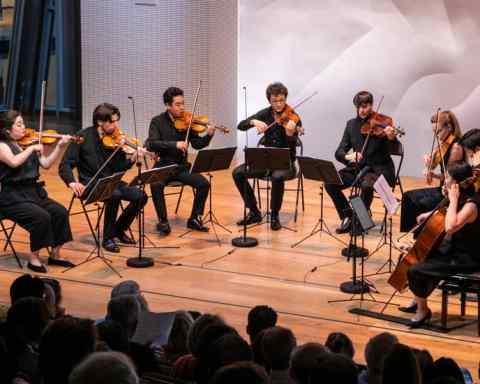 Julien Szulman (deuxième à gauche sur la photo) © Fondation Louis Vuitton et académie internationale Seiji Ozawa
