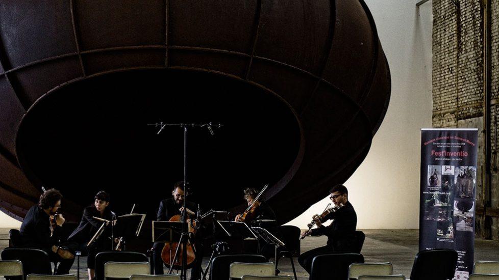 Le Quatuor Joyce et Claire Merlet - Anish Kapoor, Cave, 2012 - La Galleria Continua Les Moulins