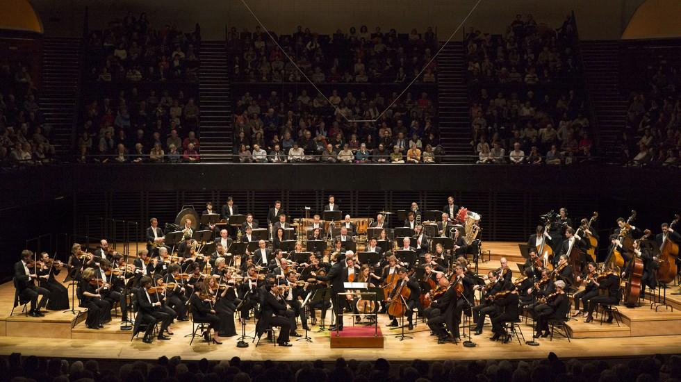 L'Orchestre National du Capitole de Toulouse et son chef Tugan Sokhiev © Vincent Leroux