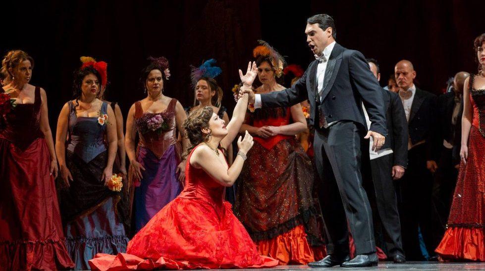 Nino Machaidze (Violetta) and Francesco Demuro (Alfredo) in La Traviata © 2018 Teatro di San Carlo