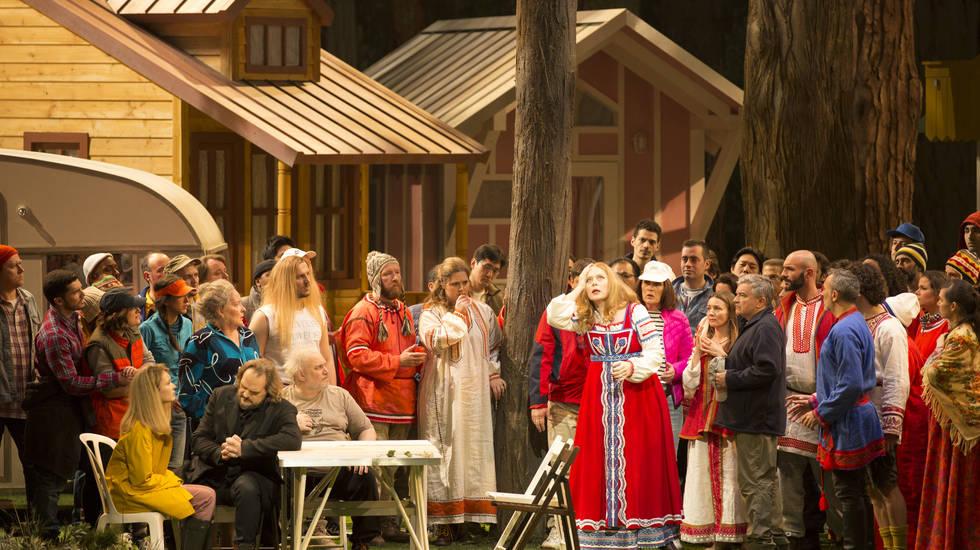 Fleur de Neige (Aida Garifullina), Mizguir (Thomas Johannes Mayer), Lel (Yuriy Mynenko) et Koupava (Martina Serafin) © Elisa Haberer / Opéra national de Paris