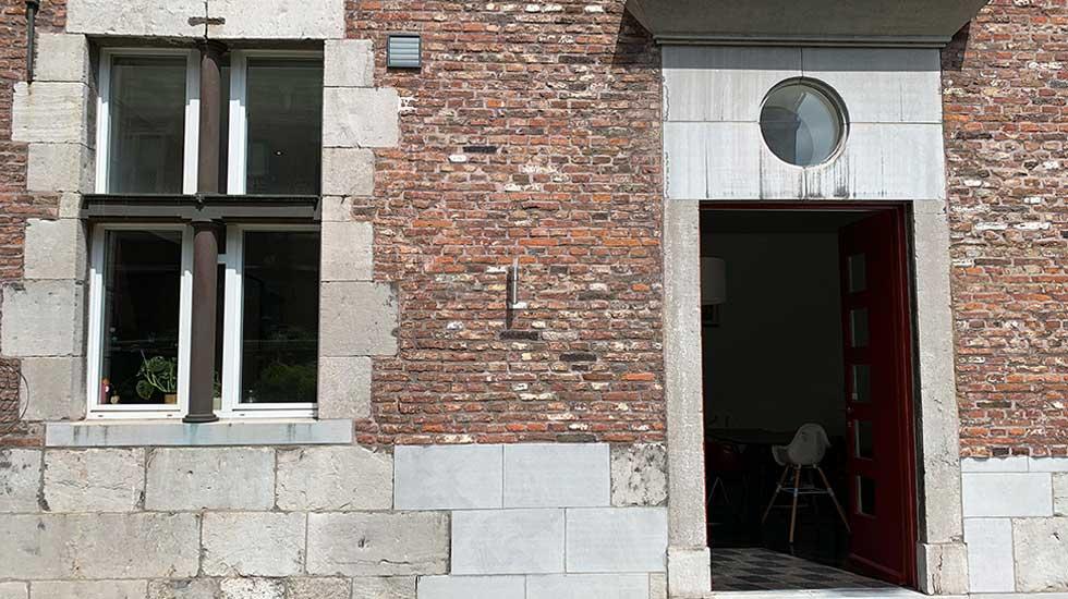 Détail de la façade de la maison où vécut le jeune César Franck