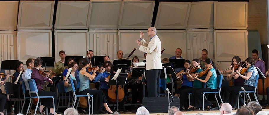 Gil Rose conducts Monadnock Festival Orchestra (Michael J. Lutch photo)
