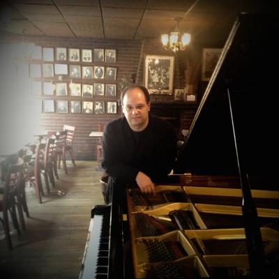 Emir Gamsızoglu at Caffe Vivaldi