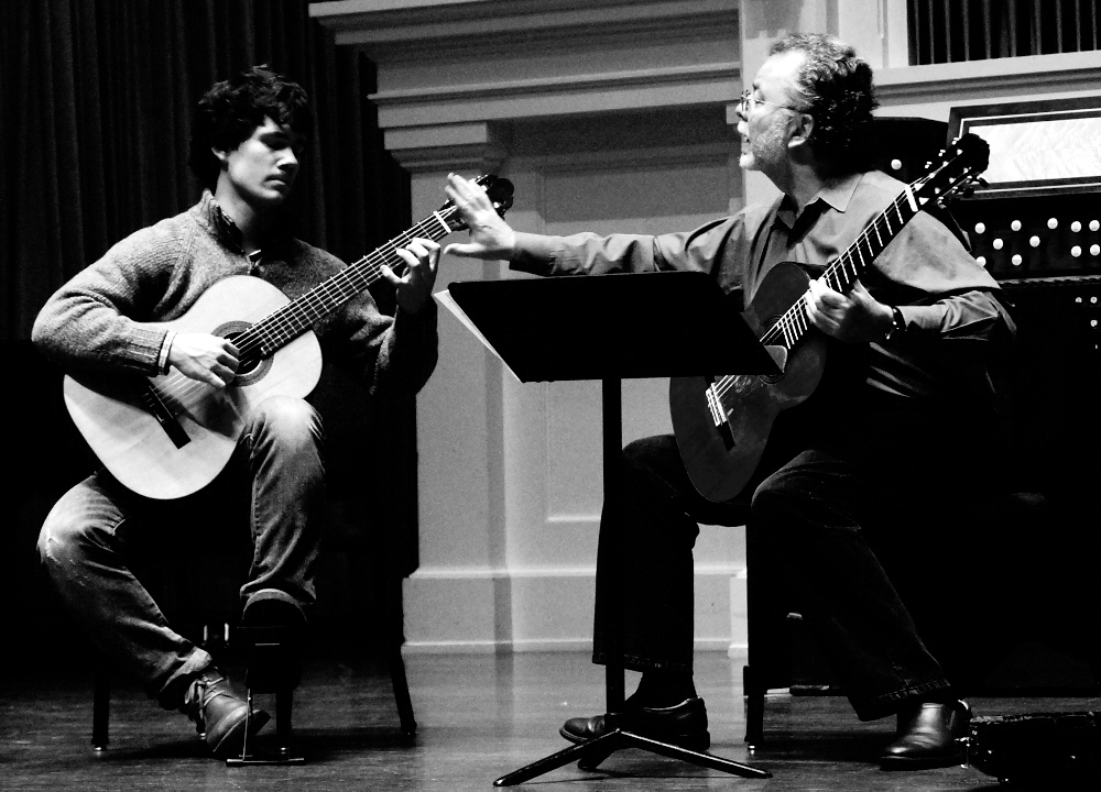 barrueco-with-student-oscar-somersalo-classical-guitar-magazine