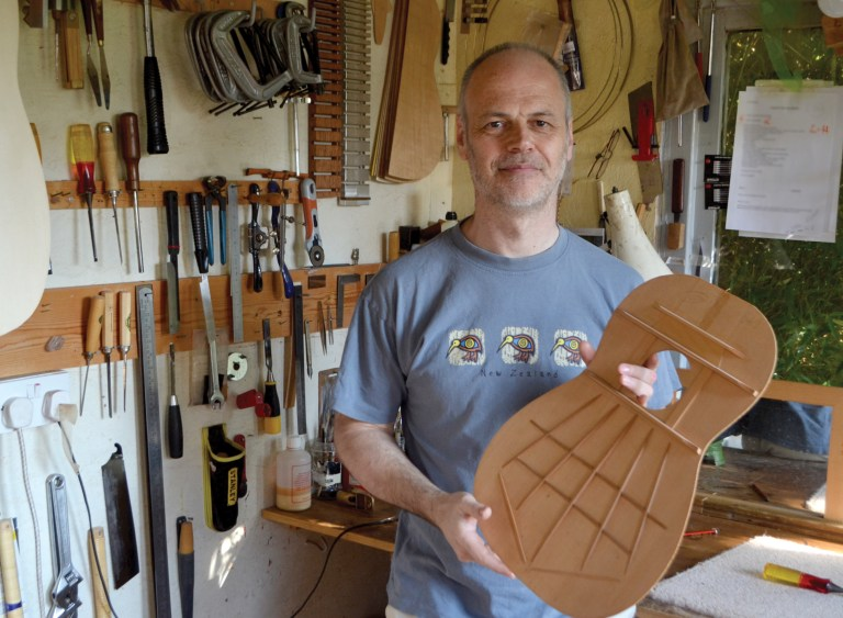 james-lister-classical-guitar-magazine-luthier-guy-traviss