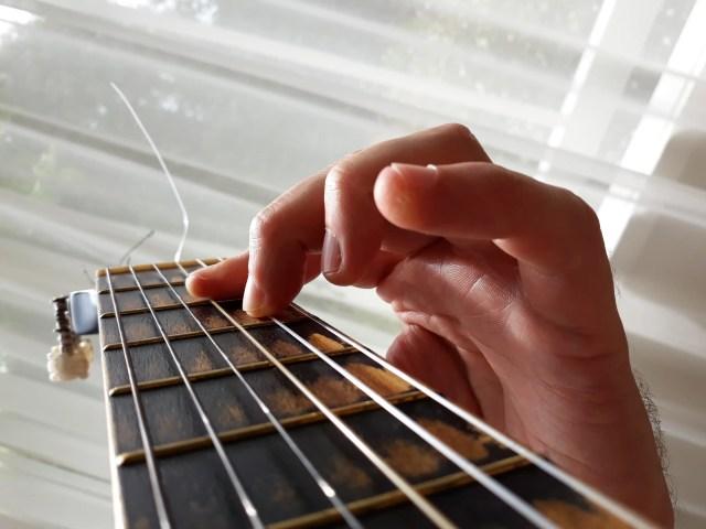 Half barre D chord correct