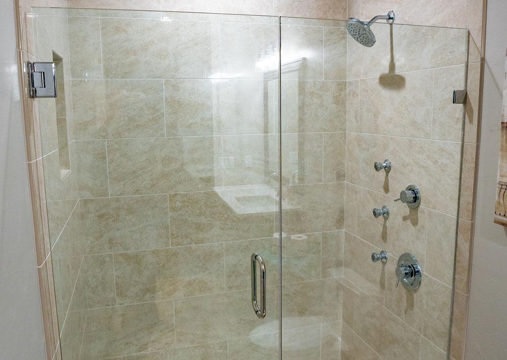 https://i0.wp.com/classicmarbledesign.com/wp-content/uploads/2019/02/classic-marble-design-bathrooms-shower-doors-1.jpg?fit=1000%2C710&ssl=1