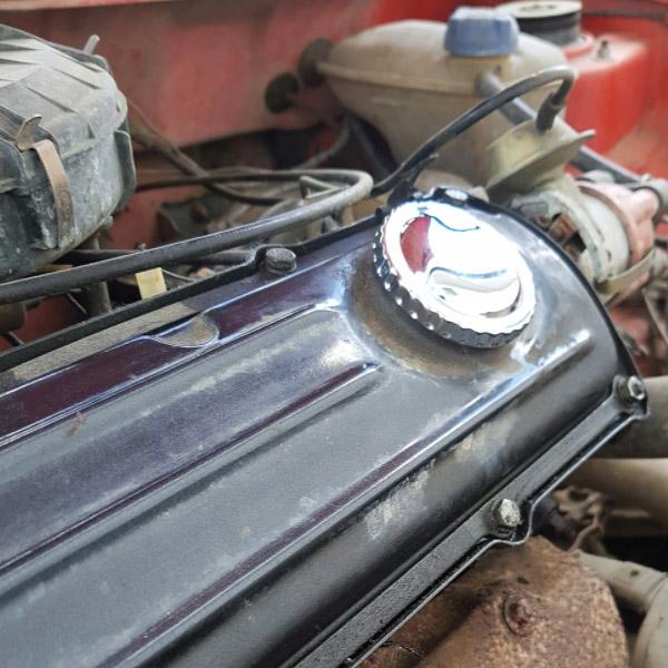 026103485A Korek Wlewu Oleju Chrom (OEM) VW Golf 1, Caddy 1