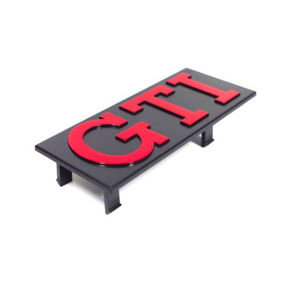 "171853679R Emblemat ""GTI"" Na Grill (Czerwony) VW Golf 1, Jetta 1"