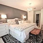 Решения для натяжных потолков в спальне с освещением