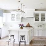 Возможно ли придать кухне наиболее свежий светлый вид, затратив минимальное количество денежных средств? Больше никаких дорогостоящих ремонтов!