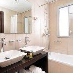 Новая жизнь ванной комнаты при свете