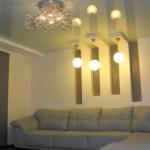 Как не стоит выбирать натяжные потолки в интерьере со светом