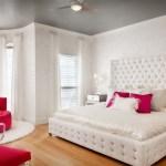 Комната для девочки белого цвета и множество украшений со светом