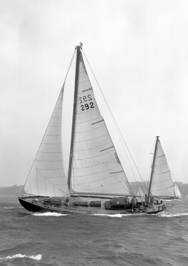 Amokura sailing in 1969 (Beken)