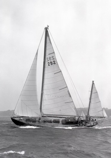 Amokura sailing in 1969 (Beken)