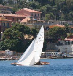 Lill Yrsa sails