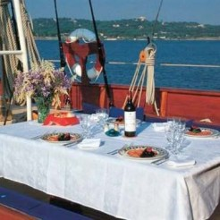 Thendara-deck-table