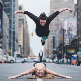 Couple de danse acrobatique