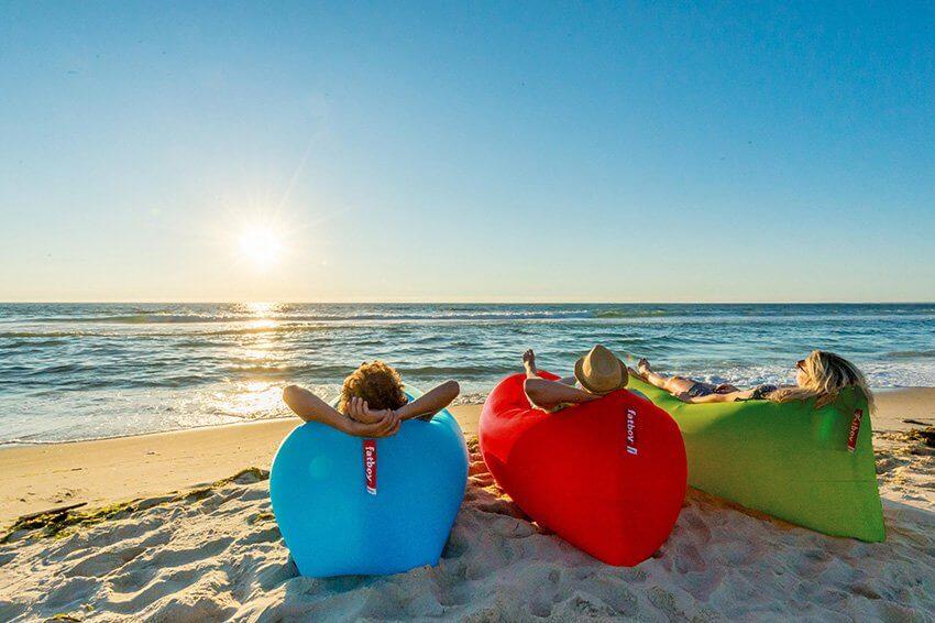 Contempler le coucher de soleil depuis son hamac gonflable