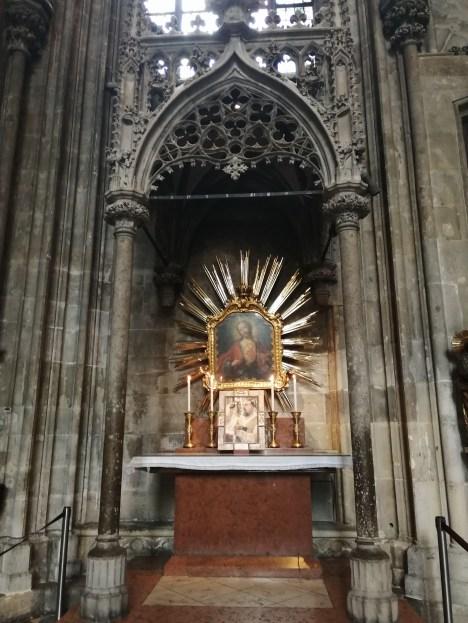 الكنائس الجانبية (2)