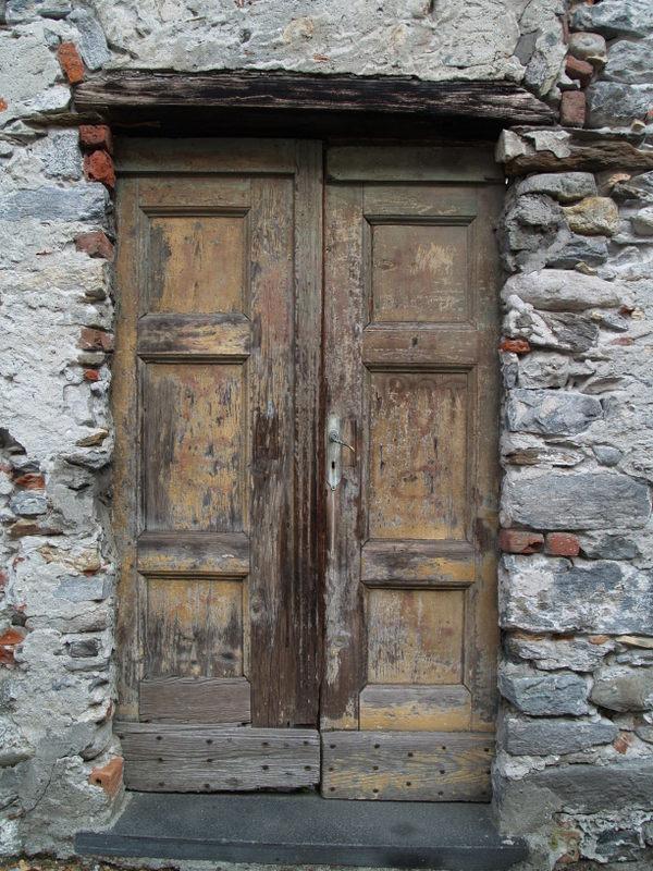 Alte Türe in Locarno