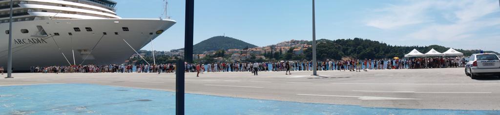 Warteschlange beim Zurückkehren auf das Schiff bei Dubrovnik