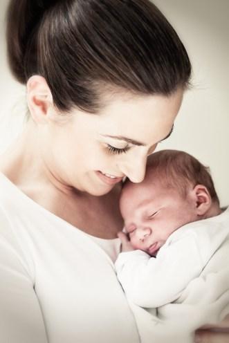 Neugeborenes, Mutter, Newborn, Babyfoto, Babyfotografie, Mutterschaft, Kinderfoto, Familienfotos, Claudia Zurlo Photography, Düsseldorf, Essen, Köln, Deutschland, international