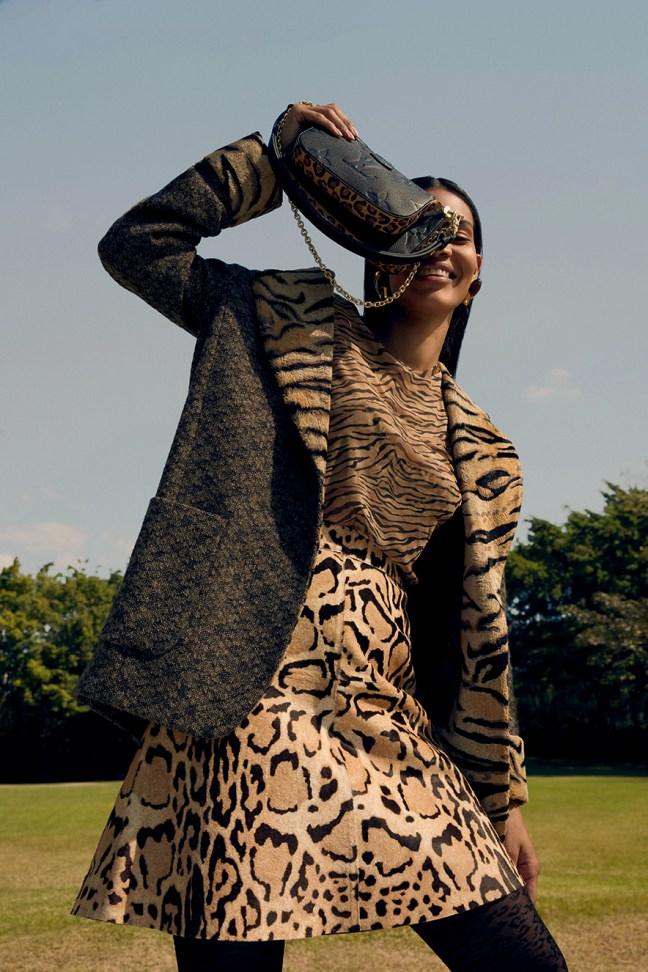 modelo com roupa animal print
