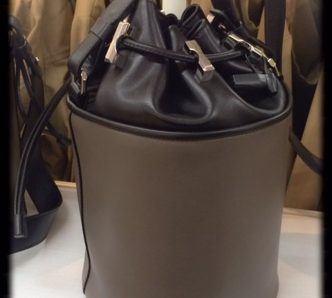 Bucket Bag taupe/schwarz