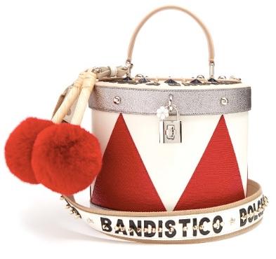 http://store.dolcegabbana.com/de/damen/taschen/tasche-dolce-tamburo-aus-leder-grau%2Fweiß%2Frot-BB6334AG7218V434.html?cgid=women-bags#start=133