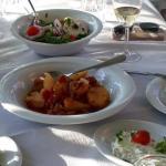 Gemeinsames Abendessen in griechischer Taverne