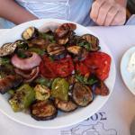 Vegetarisches Essen in griechischer Taverne