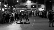 Puerta del Sol, Madrid. Quando saímos, havia 6 corajosas garotas deitadas no chão
