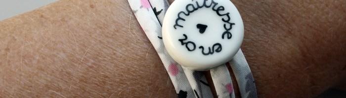 Des jolis bracelets pour remercier l'institutrice