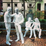 Monument de libération homosexuelle dans le Christopher Park (West Village)