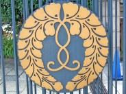 Motif de fleur de rotin sur la clôture d'un temple
