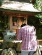 Jeune homme priant