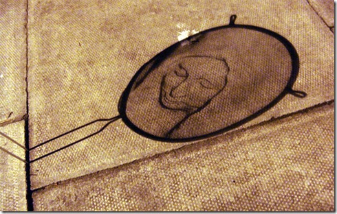 strainer-shadow-faces-made-from-colanders-isaac-cordal-1